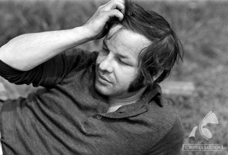 """Wiesław Dymny na planie filmu Jerzego Gruza """"Przeprowadzka"""", 1972, fot. Jerzy Troszczyński / Forum"""
