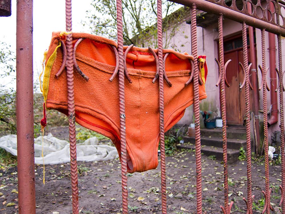 Dutiful panties, photo: Anatol Chomicz/Forum