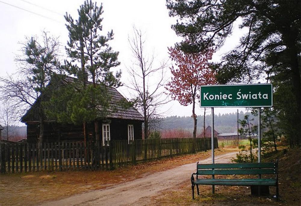 The End of the World village sign, photo courtesy of Józef Czwordon / www.turystykakulturowa.eu