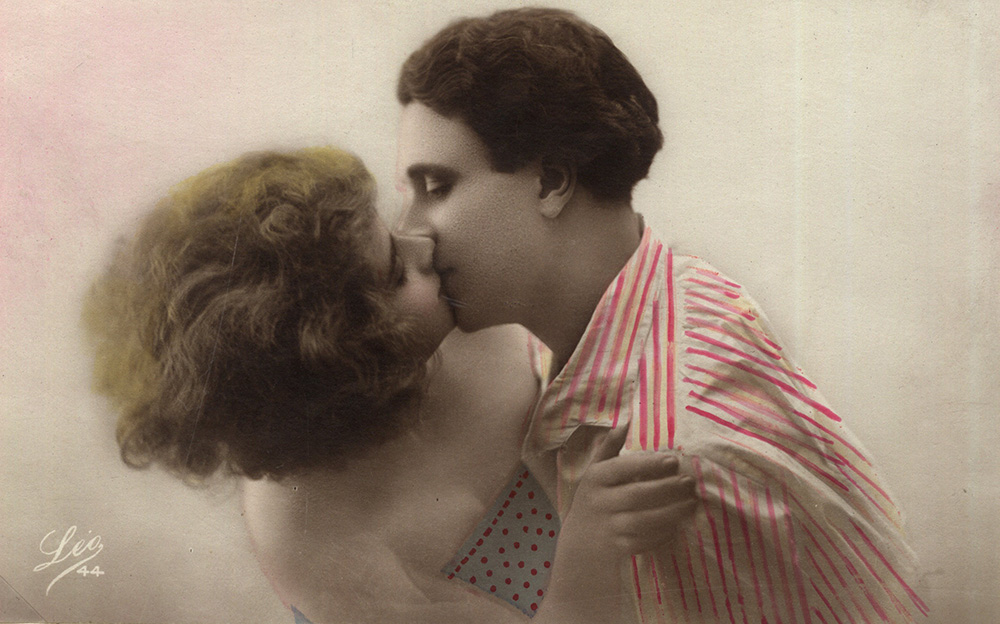 A kissing pair, postcard from 1920-1940, photo: Polona National Library