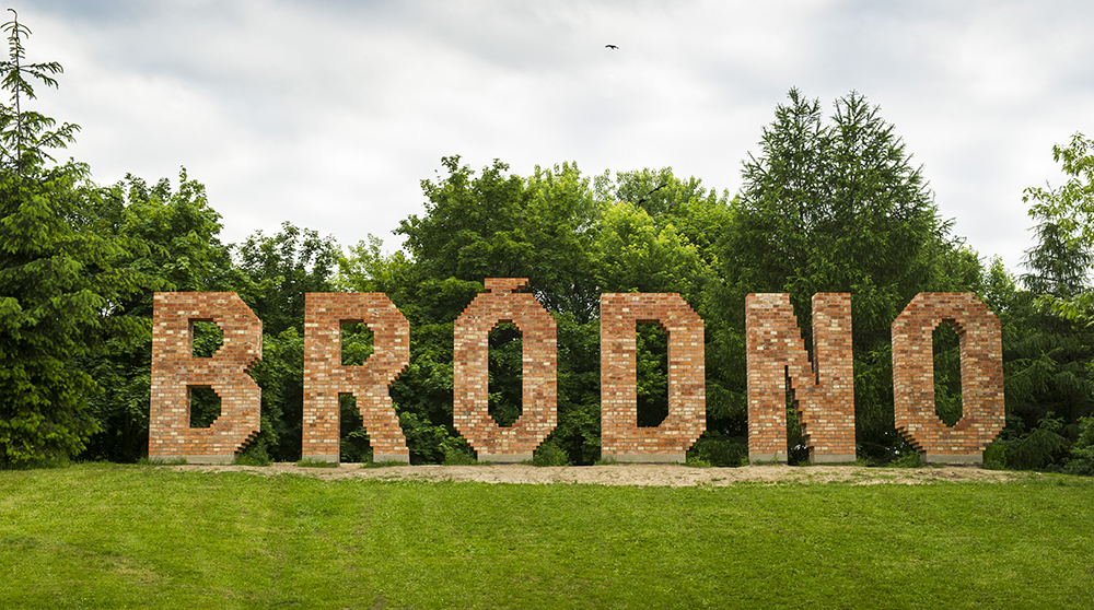 The Sculpture Park in Bródno, BRÓDNO Sign – a work by Jens Haaning, photo: Łukasz Sokol / Forum