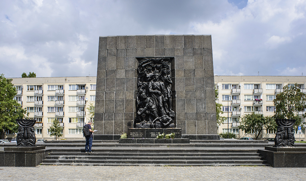 Monument to the Ghetto Heroes in Muranów, photo: Wojciech Pacewicz / PAP