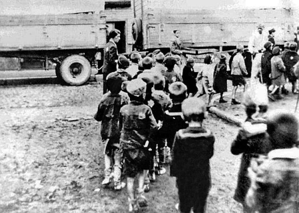 Getto łódzkie. Wysiedlanie dzieci z sierocińca. 09.1942, fot. ŻIH