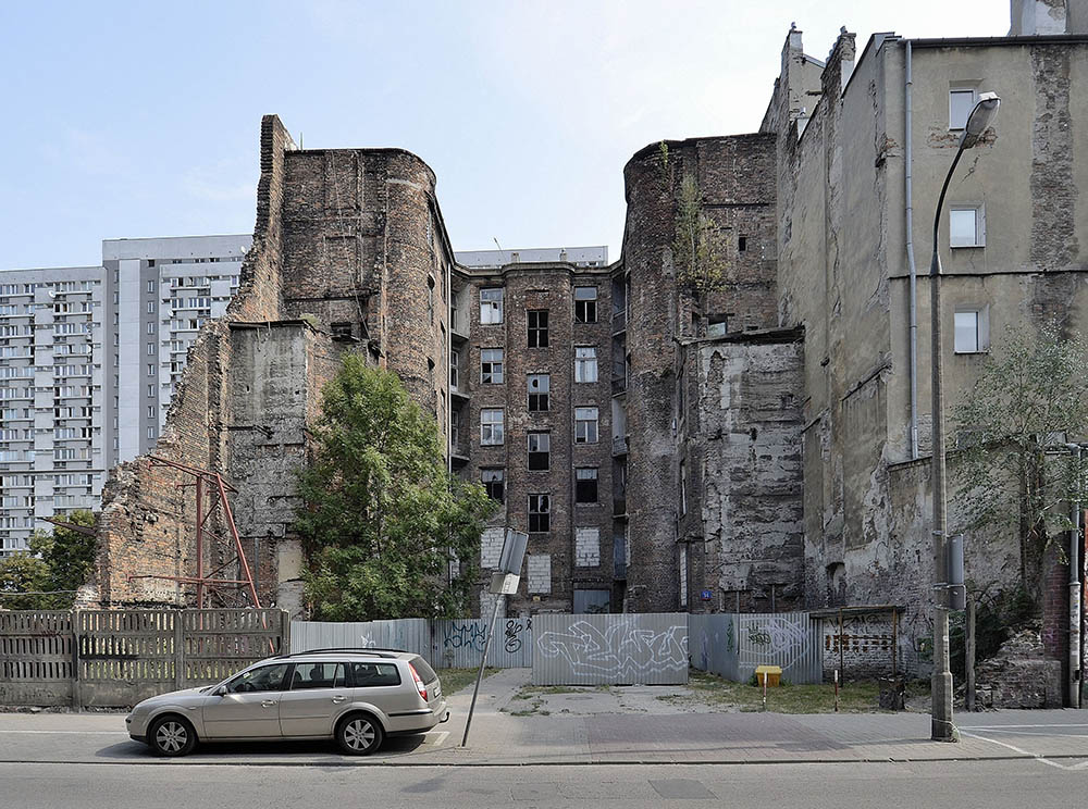 Дом на улице Валицов, 14 в Варшаве. Фото: Адриан Грицук.