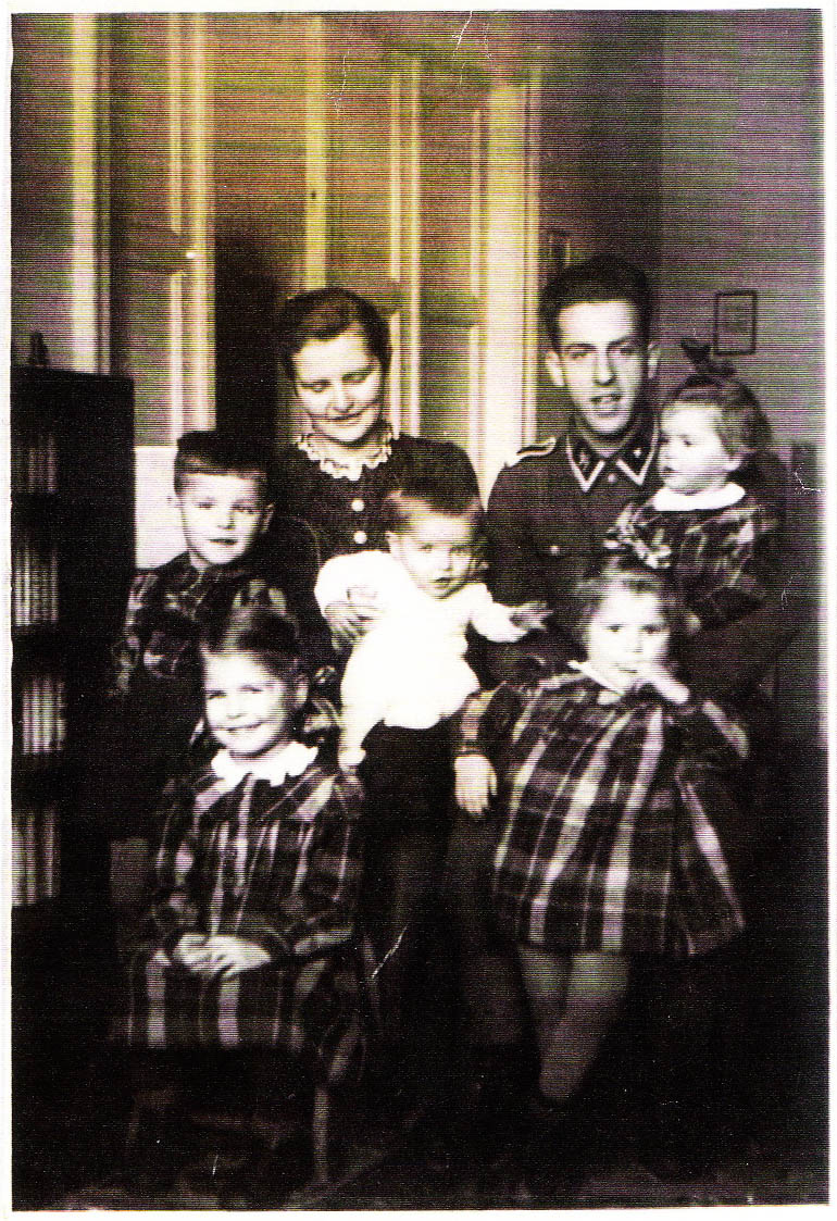 Lothar von Seltmann with his wife and children. Christmas 1943, photo: Seltmann family archive