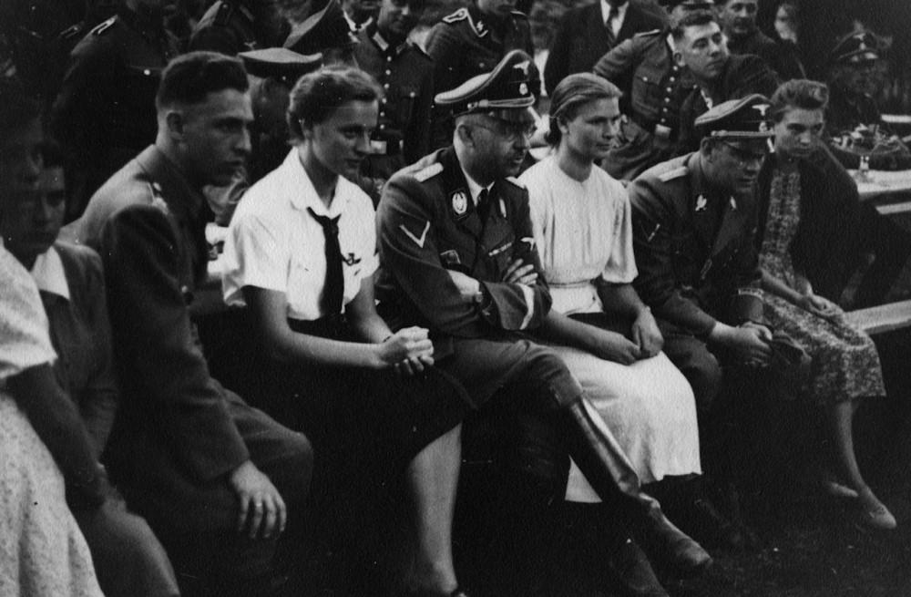 Лотар фон Зельтман (ліворуч) і Генріх Гіммлер (посередині). Фото: архів сім'ї Зельтман
