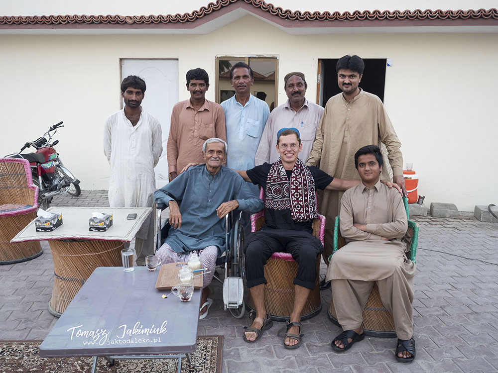 Tomasz Jakimiuk visiting a Pakistani businessman and his friends, photo: T. Jakimiuk's collection