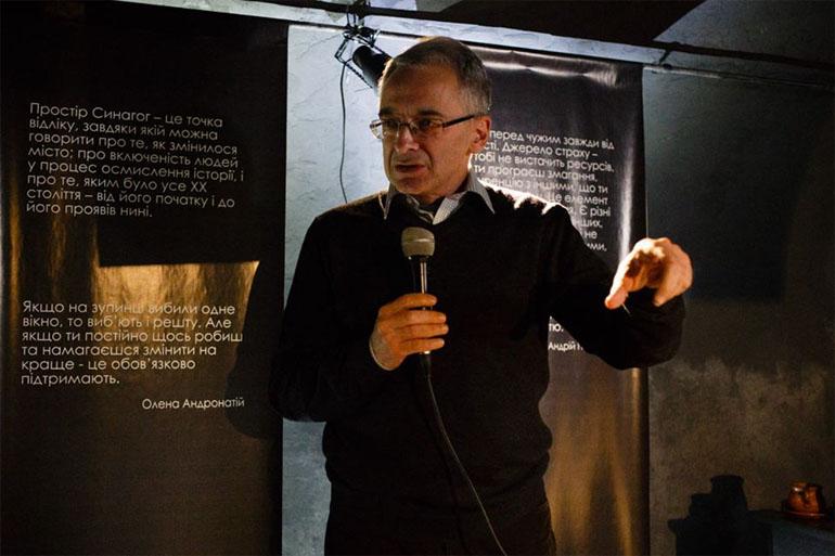 Адам Поморський, перекладач і голова польського ПЕН-Клубу, на дискусії «Як наздогнати Дебору Фоґель?»