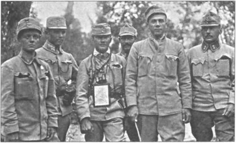 Старшини УСС. Перша ліворуч — Софія Ґалечко. Поштівка з колекції Юрія Завербного