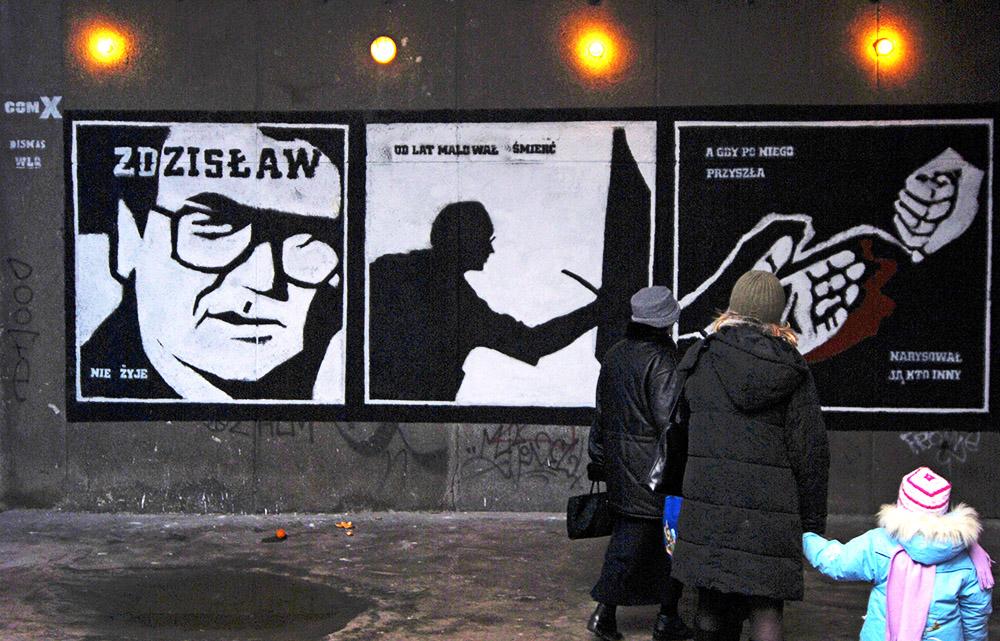 Piotr Janowczyk, mural upamiętniający śmierć Zdzisława Beksińskiego, fot. Maciej Biedrzycki / FORUM