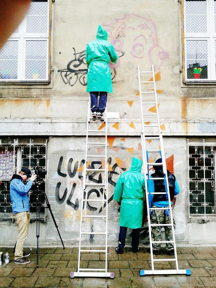 KRIK | SEIKON | JACYNDOL, praca nad muralem, fot. www.urbanforms.org