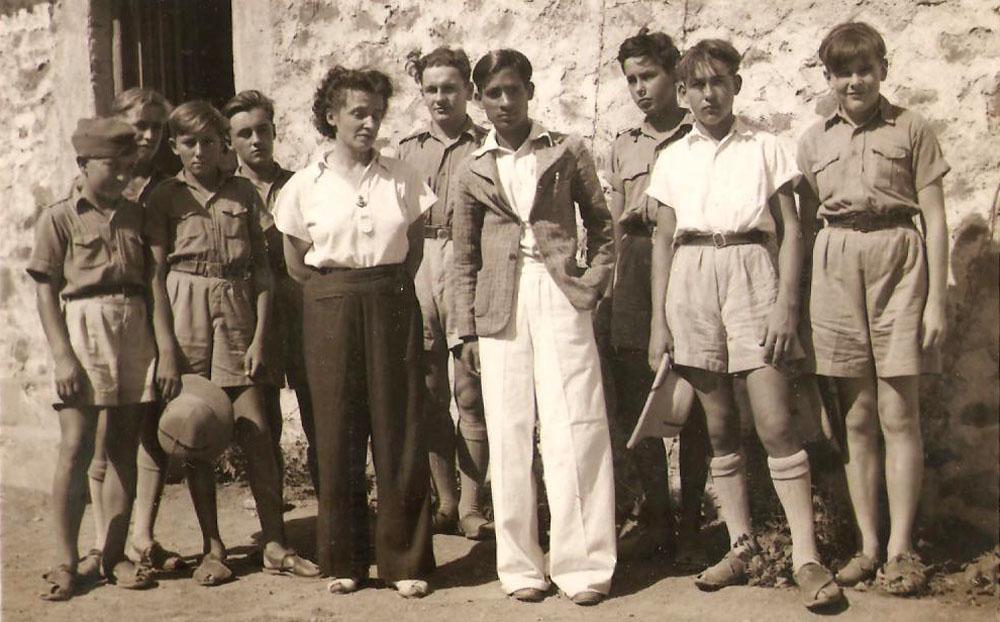 Polish Survivor JERZY TOMASZEK IN BALACHADI WITH Dr ANANT JOSHI, the Pharmacist, photo courtesy Jerzy Tomaszek