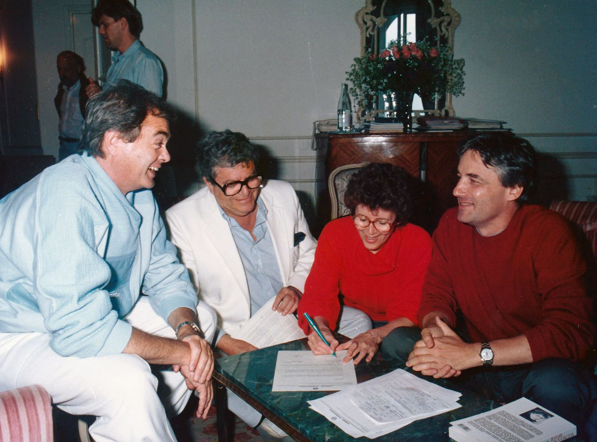 Golan second on the left, Myriam Bru & Andrzej Żuławski signing the Tiger contract, 1987, photo: courtesy of Myriam Bru