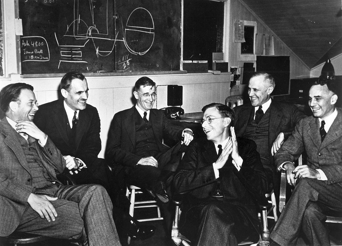Manhattan Project meeting at Berkeley: Ernest O. Lawrence, Arthur H. Compton, Vannevar Bush, James B. Conant, Karl T. Compton, and Alfred L. Loomis, photo: Wikipedia
