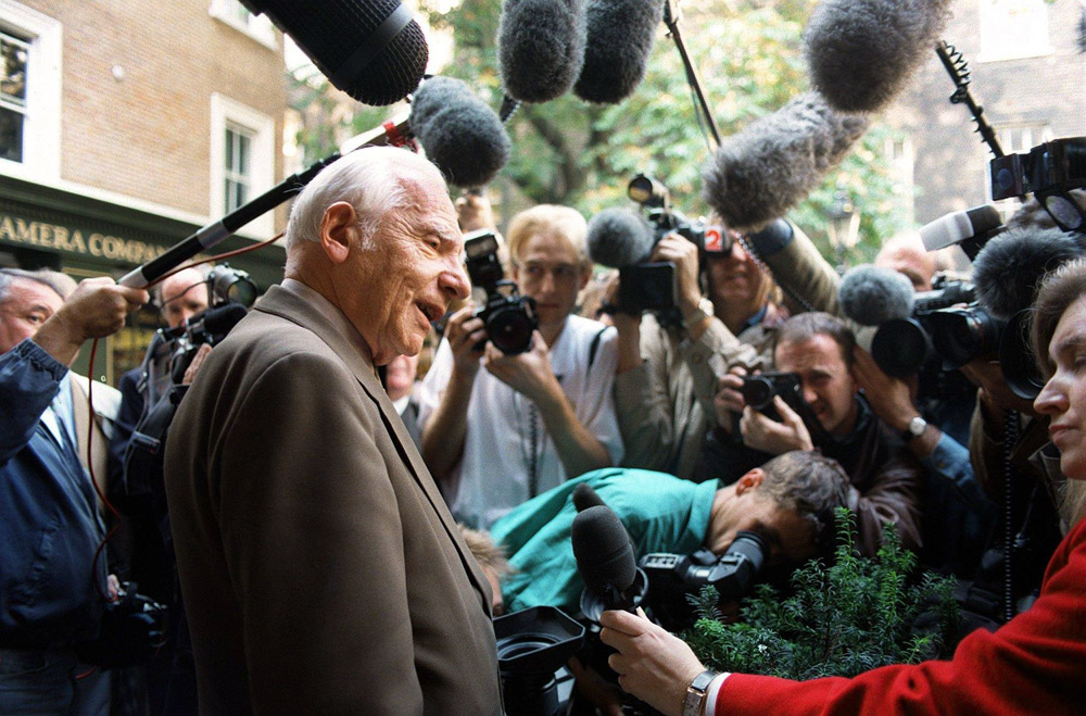Nobel Peace Prize winner Józef Rotblat talking to the media at his office at the Pugwash Conferences on Science and World Affairs in Central London, photo: PAP