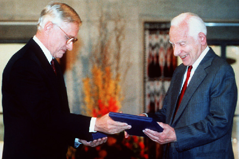 Józef Rotblat receiving the Nobel Prize, 10/12/1995, photo: PAP