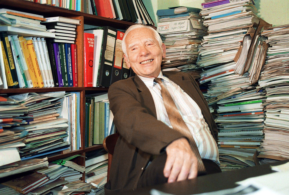 Nobel Peace Prize winner Joseph Rotblat pictured at his office at the Pugwash Conferences on Science and World Affairs in Central London, photo: PAP