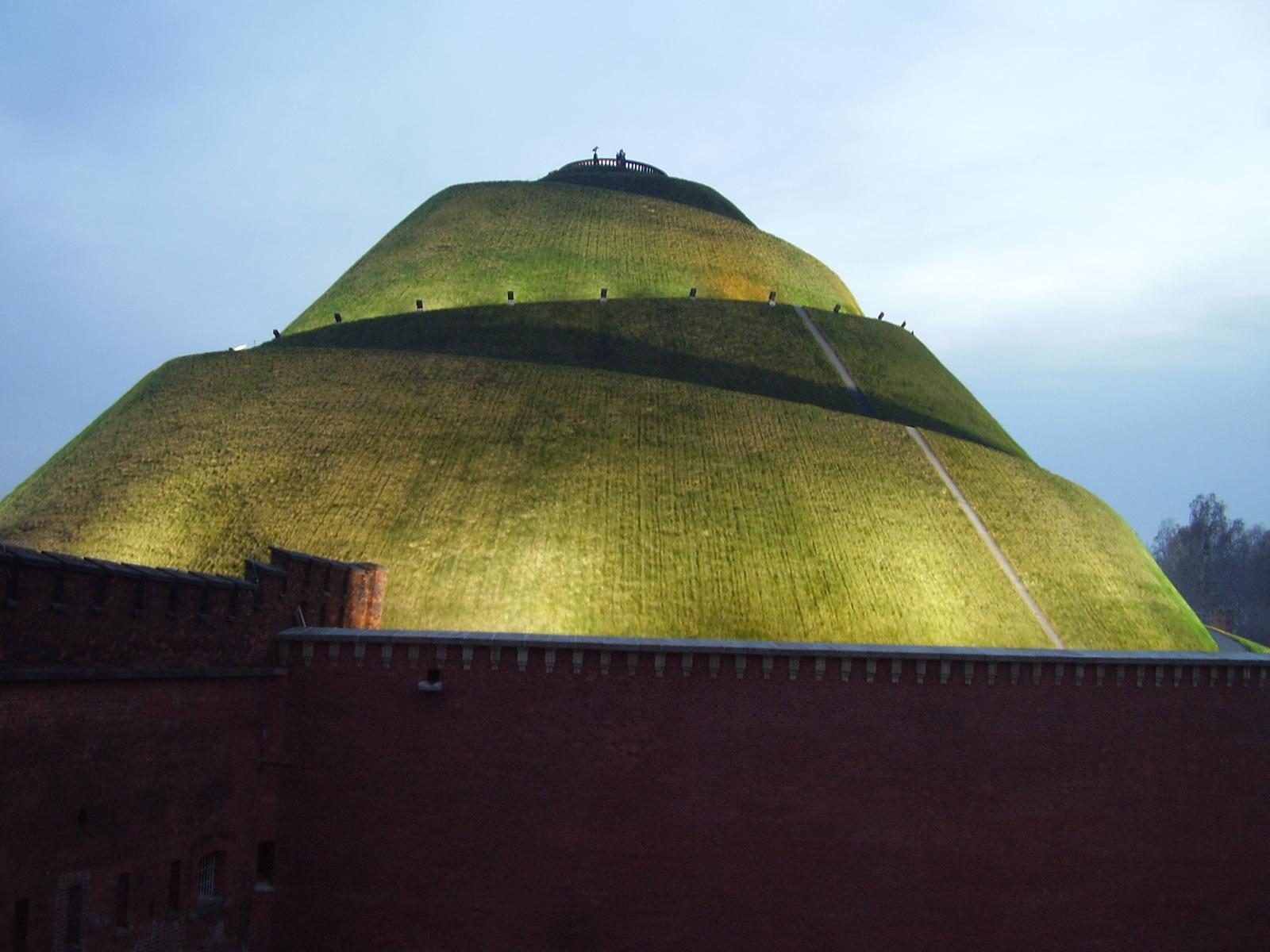 Kościuszko Mound in Kraków; Source: Wikimedia/public domain