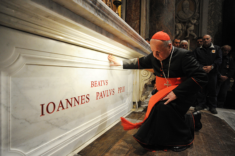 Cardinal Stanisław Dziwisz please on the tomb of Blessed Pope John Paul II in the St. Peter's Basilica at the Vatican, photo: © Evandro Inetti/Zumapress.com / Forum