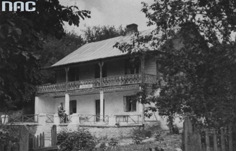 Дом, в котором жил художник Михал Эльвиро Андриолли, 1928 год, Наленчов, фото: Koncern Ilustrowany Kurier Codzienny — Архив иллюстраций / Государственный цифровой архив / www.audiovis.nac.gov.pl