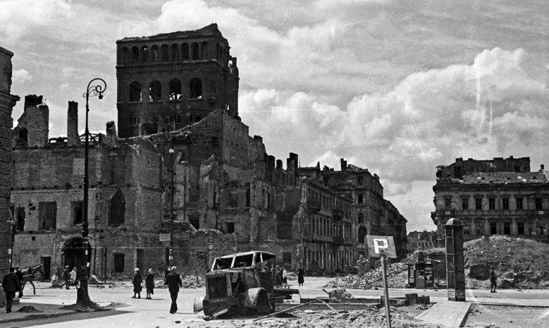 The pre-war high-rise 'PAST', devastated after WW II, Warsaw, 1945. Photo: Falkowski / CFK / Forum