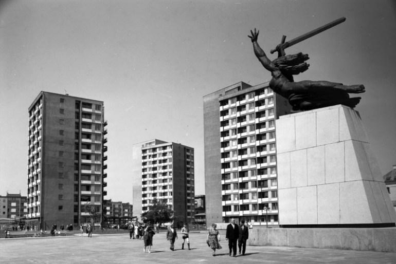 Montaż Pomnika Bohaterów Warszawy, Warszawa, 1964, fot. Jacek Sielski / Forum