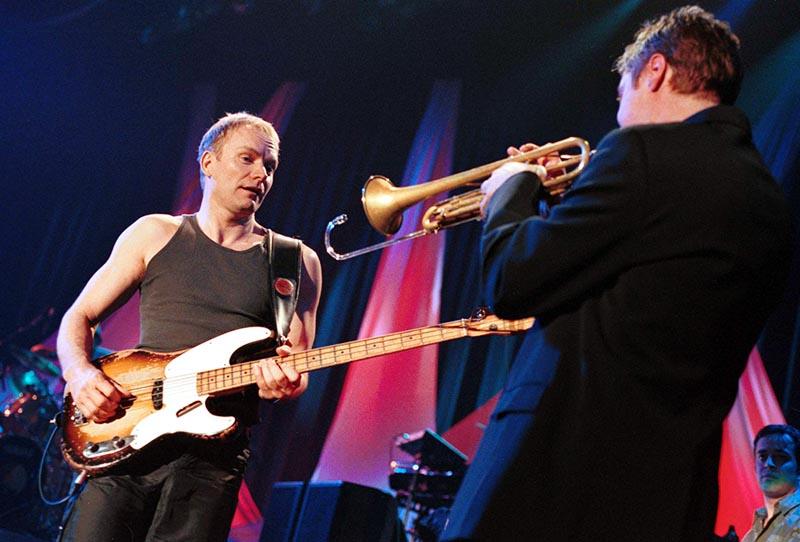 """Koncert Stinga, hala sportowo-widowiskowa """"Spodek"""", 2000, fot. Rafał Klimkiewicz/Reporter"""
