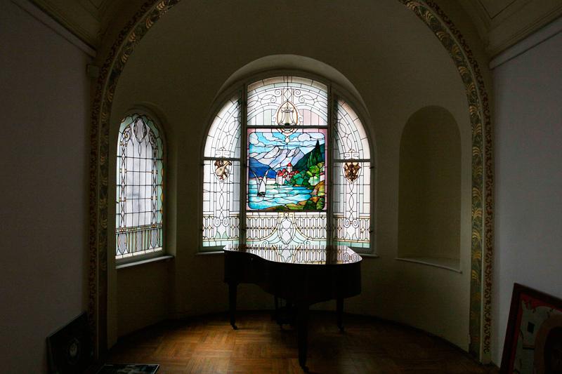A stained-glass window in Villa Gallery, photo: Tomasz Stańczak / Agencja Gazeta