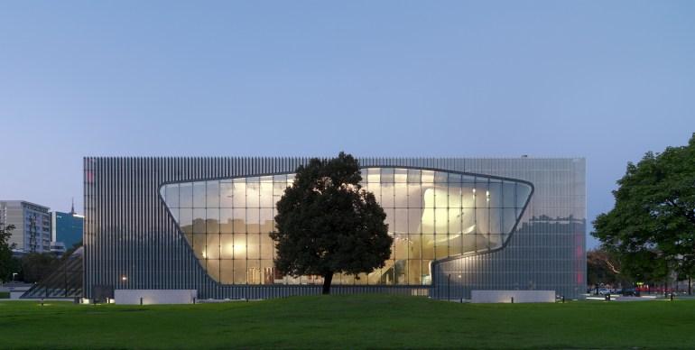 Muzeum Historii Żydów Polskich, główne wejście, fot. Wojciech Krynsk
