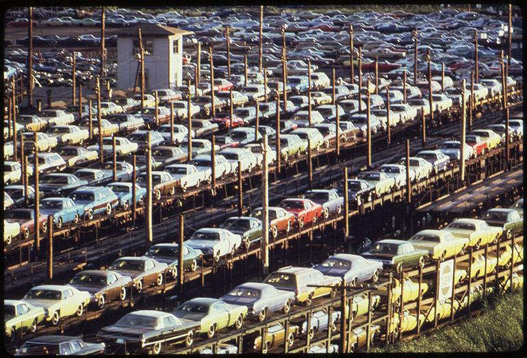 Produkcja samochodów w Detroit, lata 70, fot. Joe Clark