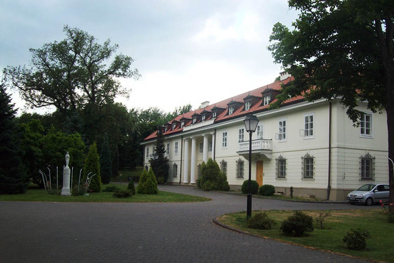 Palace in Tarchomin near Warsaw, exterior walls built with rammed earth technique, 1810, photo: www.polskaniezwykła.pl