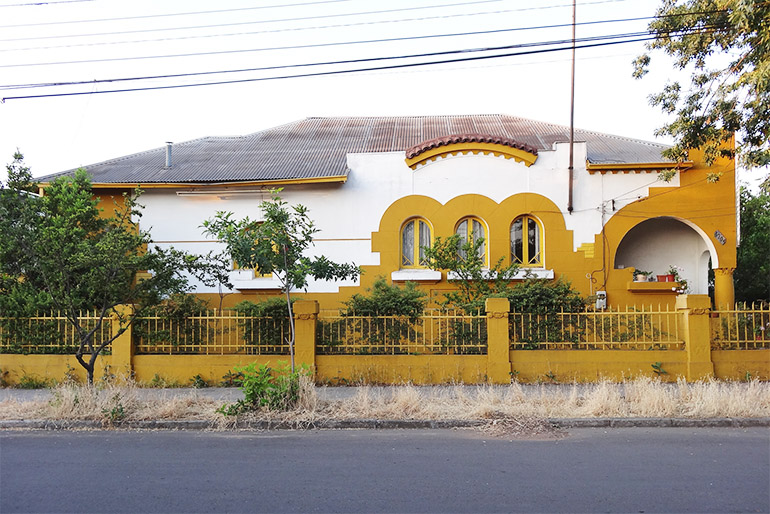 Residential complex Los Castanos designed by Kulczewski, photo source: Proyecto Santiago Kul