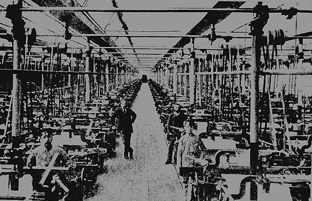 Łódź, 1906, the interior of a weaving plant owned by the I.K. Poznański company; photo: Jakub Grelowski/PAP