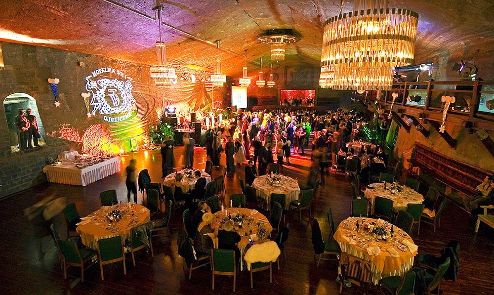 Kopalnia Soli w Wieliczce. Na zdjęciu: bal sylwestrowy w komorze Warszawa, fot. Jacenty Dedek/Reporter/East News