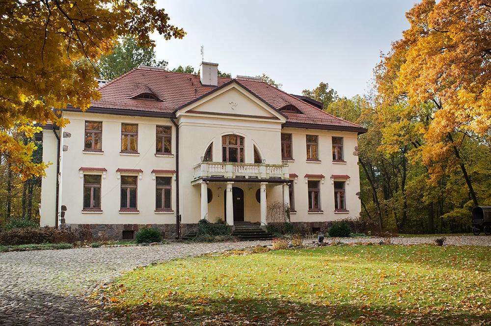 The manor house once inhabited by Anna and Jarosław Iwaszkiewicz, currently the Museum of Anna and Jarosław Iwaszkiewicz in Stawisko, photo: Tomasz Wierzejski/East News