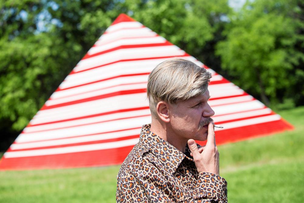 """""""Pyramid"""" and its proud designer Maurycy Gomulicki in Kraków, photo by Michał Lepecki / Agencja Gazeta"""