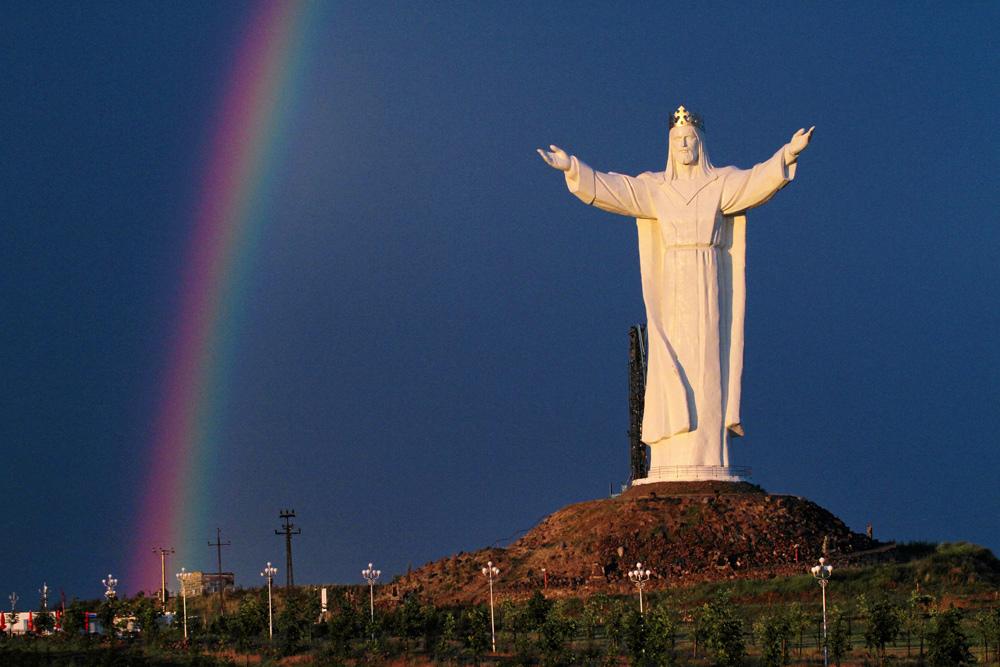 Jesus in Świebodzin with rainbow, blue sky and Polish landscape, photo by Mateusz Skwarczek / Agencja Gazeta