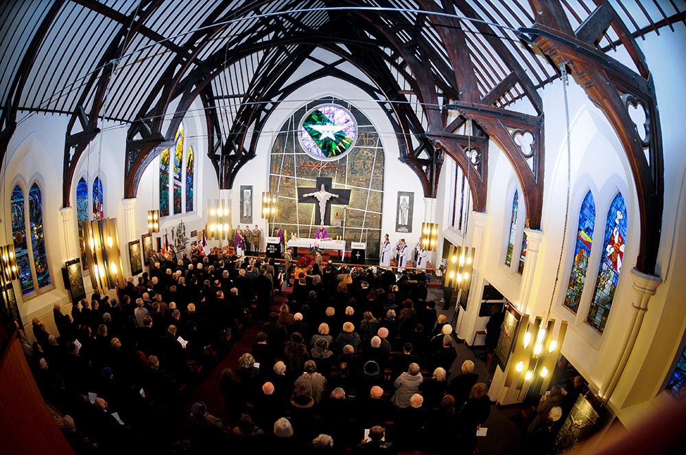 Wnętrze kościóła św. Andrzeja Boboli w Londynie, fot. Elżbieta Walenda/PAP