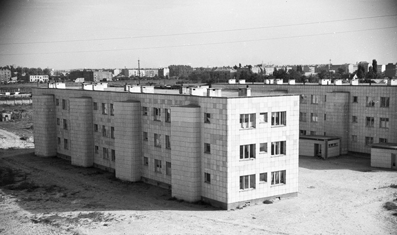 Construction site for the Koło-East housing development in Wola (Warsaw), according to Helena and Szymon Syrkus' design, Warsaw, 1950, photo: Roman Wionczek/East News