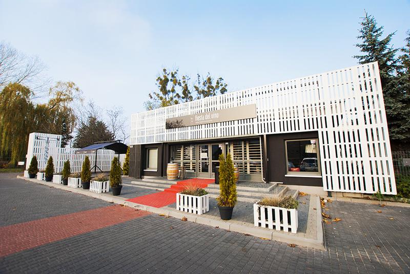 Wine shop and bar in the Górczyn district of Poznań, design: mode:lina studio, photo: courtesy of the studio