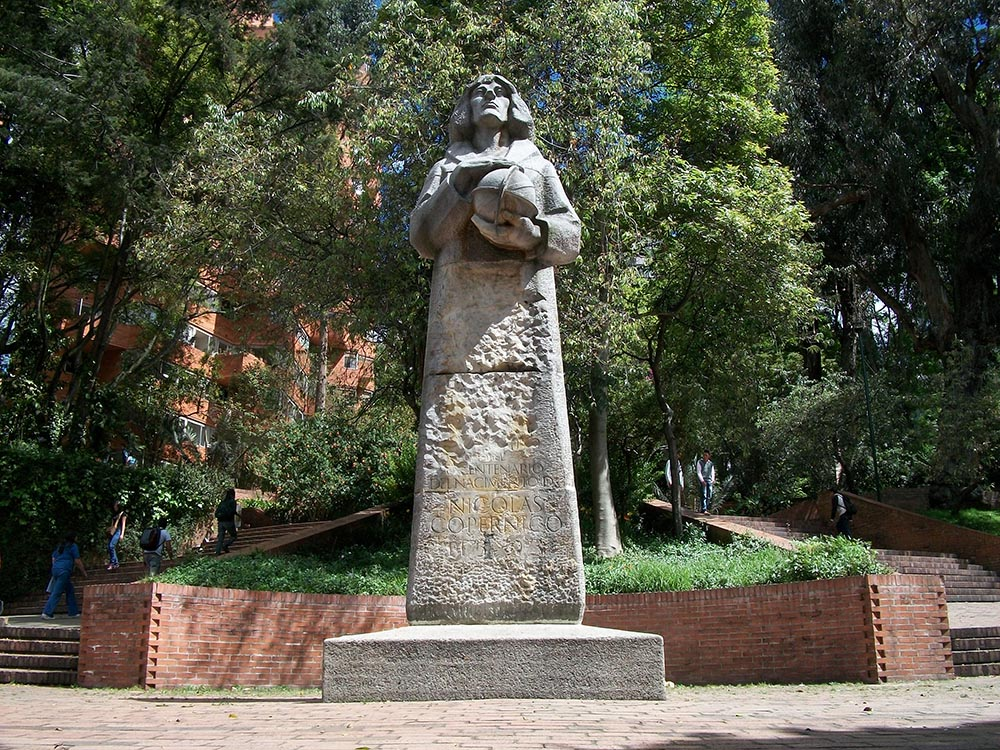 Statue of Copernicus in Independence Park, near the District Planetarium, Bogota, photo: Pedro Felipe/Wikimedia