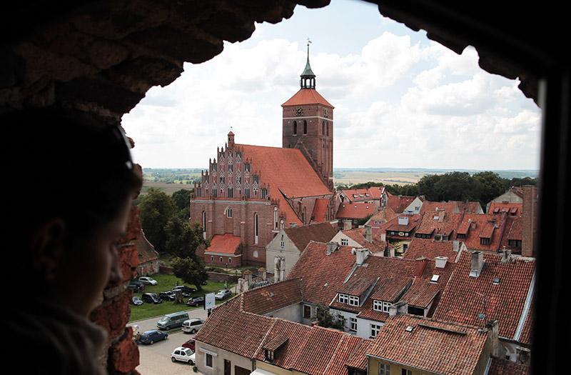 Reszel, widok na kościół  św. Piotra i św. Pawła, fot. Przemysław Skrzydło / AG