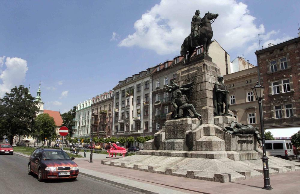 Plac Matejki. Pomnik Grunwaldzki, ufundowany przez Ignacego Paderewskiego, autor Antoni Wiwulski.