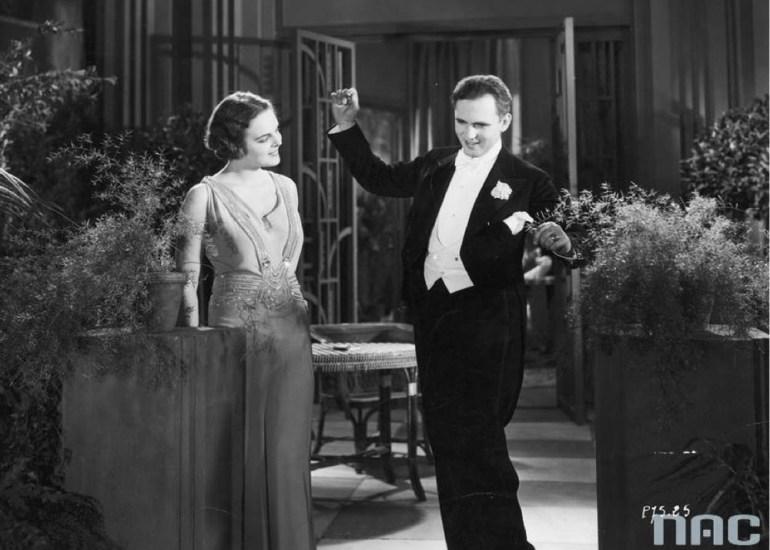 Zofia Batycka jako Iza Brenton i Aleksander Żabczyński jako adwokat Farr w jednej ze scen filmu, 1931r./ fot. Narodowe Archiwum