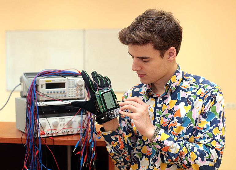 Psyllos and his Neutrognet device, photo: courtesy of Petros Psyllos