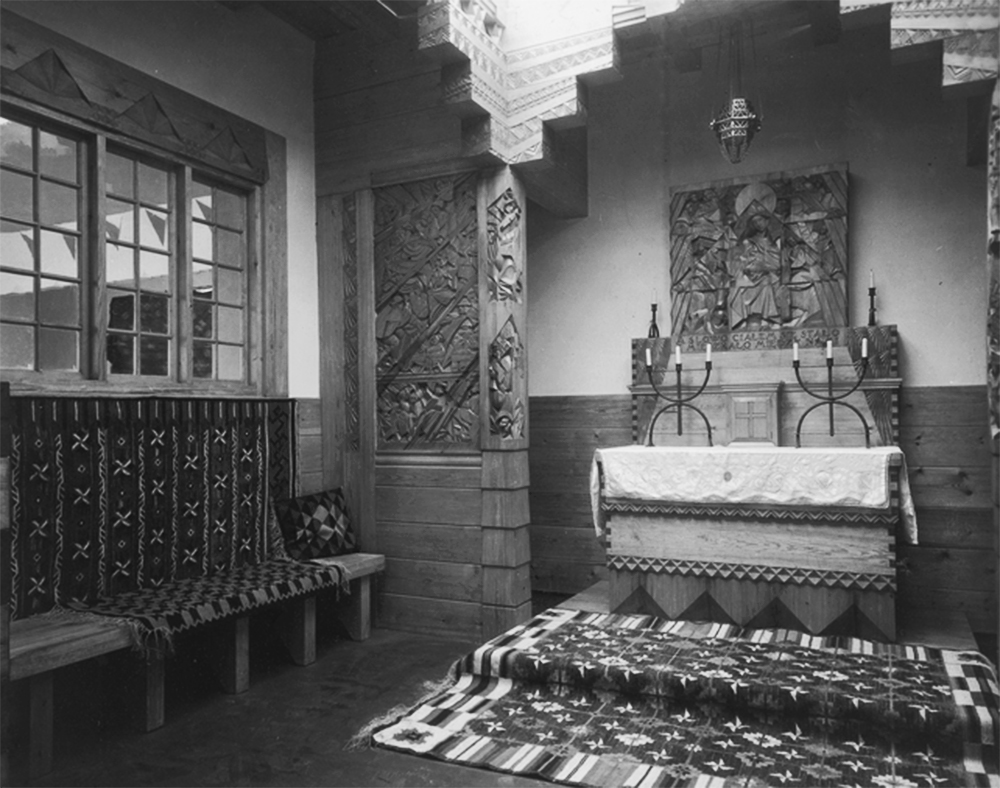 International Exhibition of Decorative Arts and Contemporary Industry in Paris, 1925, the exhibition at the Polish Pavilion of a chapel created by the sculptor professor Jan Szczepkowski, photo: www.audiovis.nac.gov.pl (NAC)
