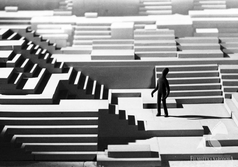 """Kadr z filmu """"Schody"""" Stefana Schabenbecka, 1968, fot. Filmoteka Narodowa / www.fototeka.fn.org.pl"""