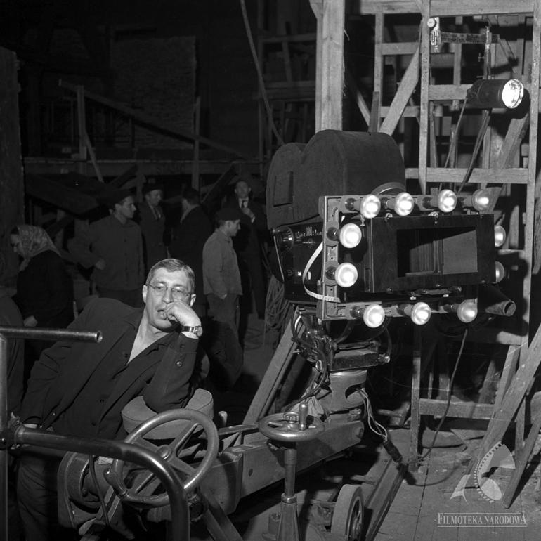 """Mieczysłąw Jahoda na planie """"Rękopisu znalezionego w Saragossie"""" Wojciecha Jerzego Hasa, fot. Fototeka Filmoteki Narodowej"""