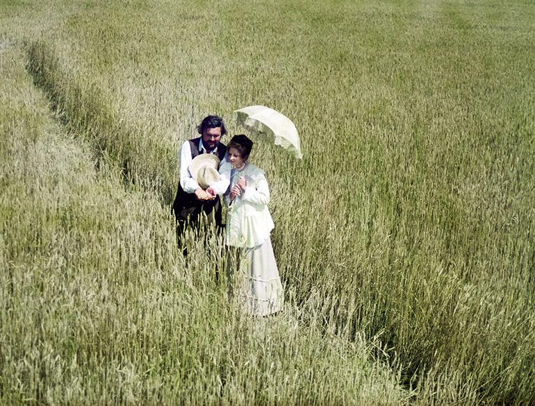 """Kadr z filmu """"Noce i dnie"""" w reżyserii Jerzego Antczaka. Na zdjęciu Jadwiga Barańska i Jerzy Bińczycki, 1975, fot. Polfilm / East News"""