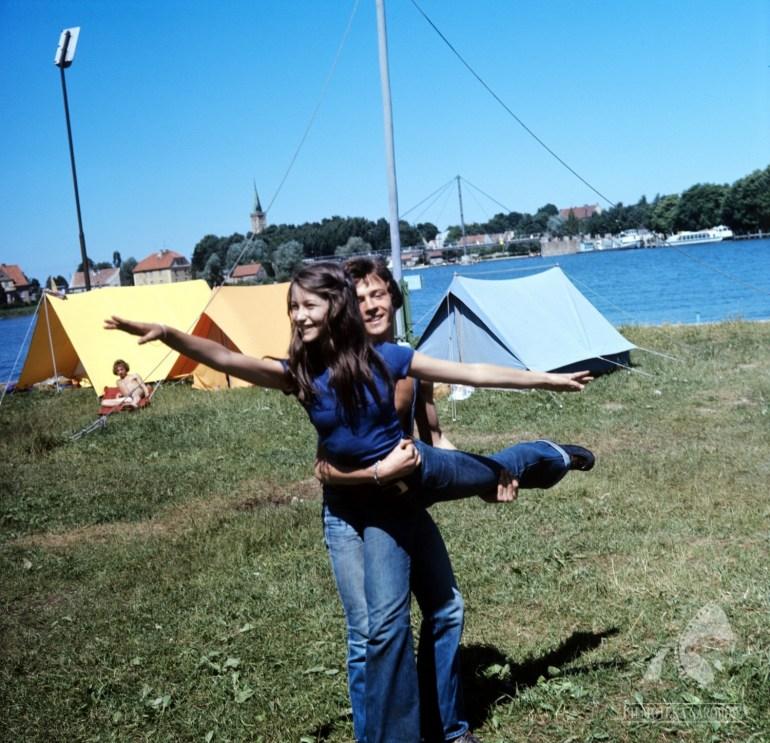 """Kadr z filmu """"Szaleństwo Majki Skowron"""" w reżyserii Stanisława Jędryki, 1976, fot. Jerzy Troszczyński / Filmoteka Narodowa / www.fototeka.fn.org.pl"""